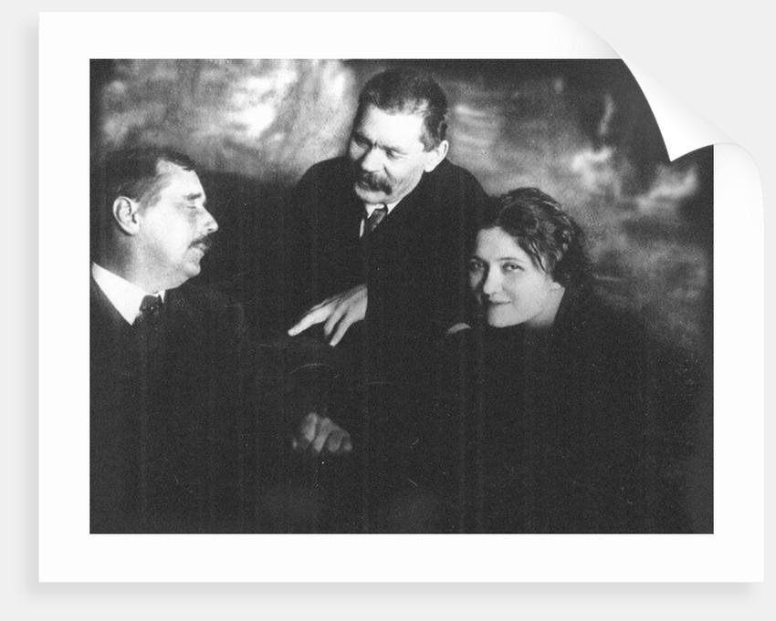 Moura Budberg With Herbert George Wells And Maxim Gorky In