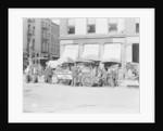 Broad St. lunch carts, New York, N.Y. by Detroit Publishing Co.