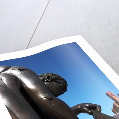 Newton statue by Tony Antoniou