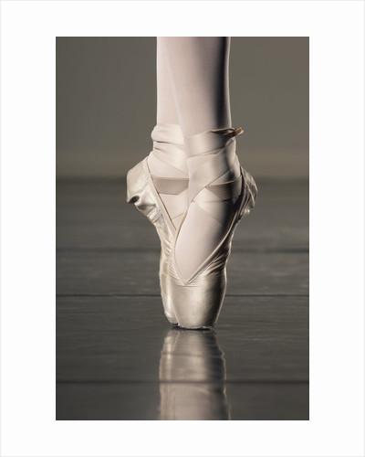 Feet of ballet dancer en pointe by Corbis