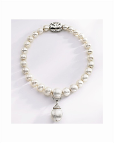 Choker-length pearl necklace by Corbis