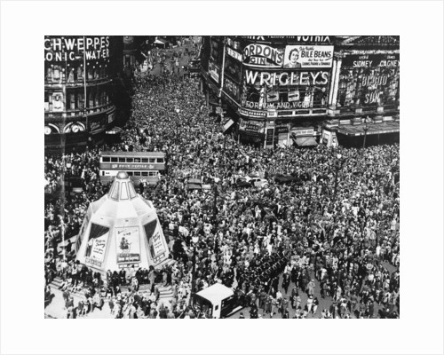 VE day crowds flood Piccadilly Circus by Associated Newspapers