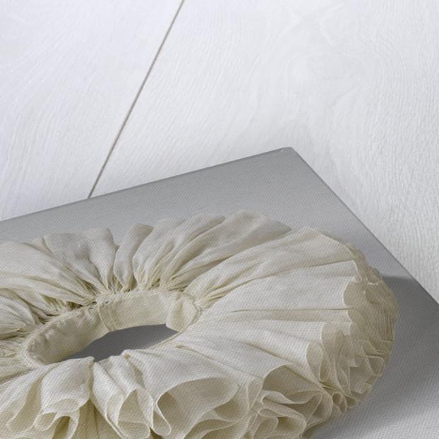 Irregular wavy ruff of linen batiste by Anonymous