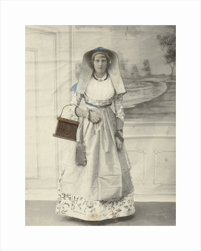 Portrait of a woman in Zaanse costume posing for a background cloth by S. Bakker Jz.