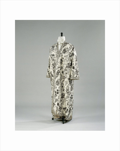 Robe of chintz with floral motif on white ground, lined with white cotton printed with a pattern of brown acorns by Anonymous