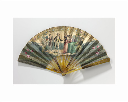 Folding fan with sheet of paper on which a copper engraving with a solid image where two men and three women are depicted central frame tortoiseshell or horn by Anonymous