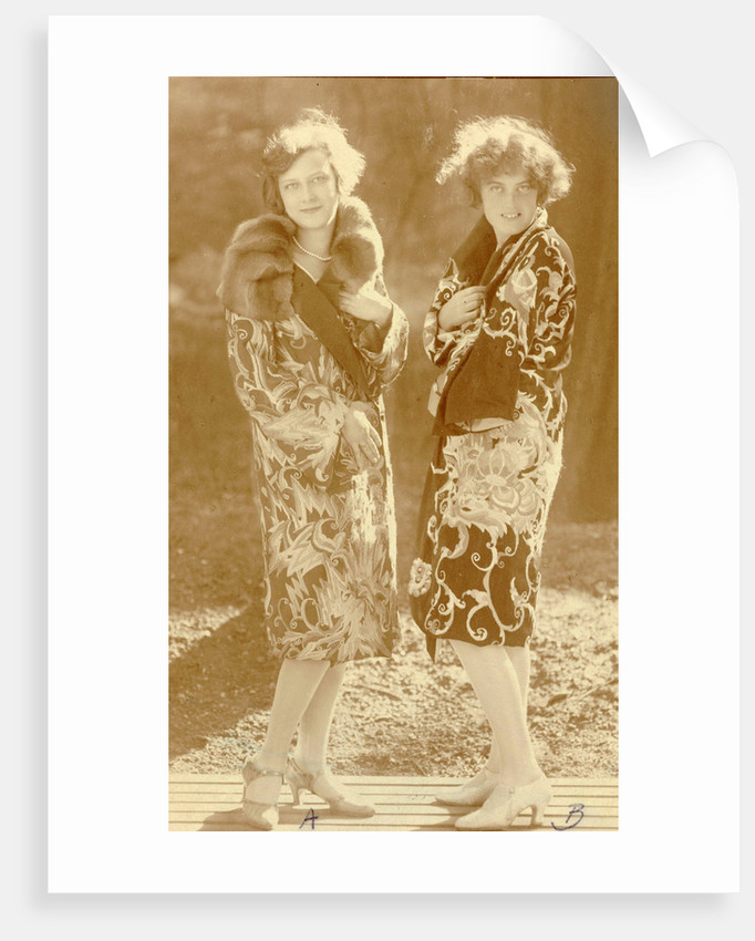 Fashion Photo Wiener Werkstätte embroidered clothes, models with two coats by Anonymous