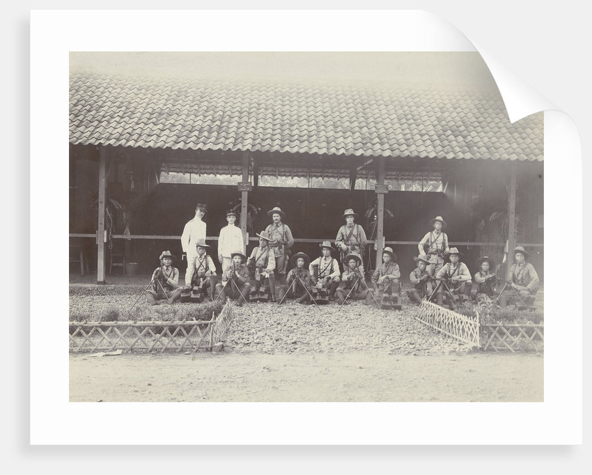 Group portrait of KNIL soldiers with machine guns for a stable by Lik Sun Bros