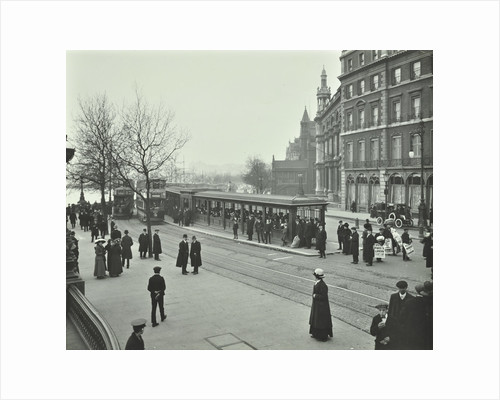 Queue of people at Blackfriars Tramway shelter, London, 1912 by Unknown
