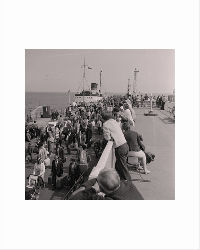 Crowds on Douglas Pier by Manx Press Pictures