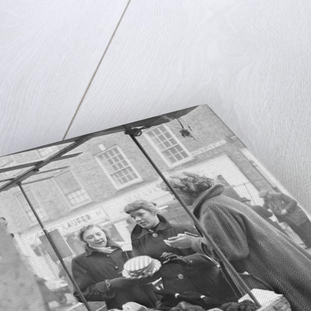 Petticoat Lane 1954 by Bela Zola
