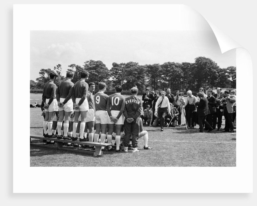 Everton squad pose for a group photograph by Charlie Owens