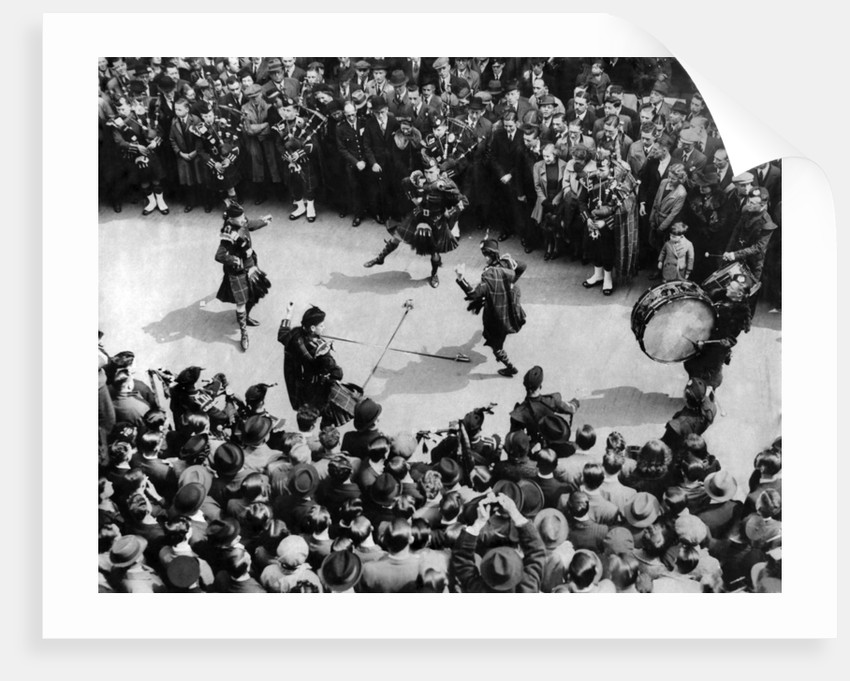 Highland dances in the city 1939 by Staff