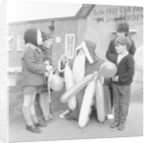 Father Christmas seen here handing out balloons in Tilhurst by Staff