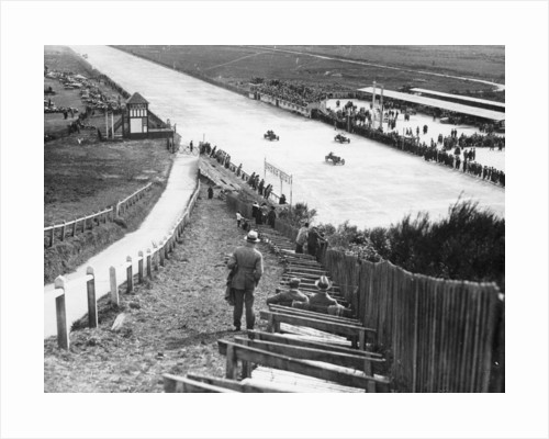 Spectators watching motor racing from the Test Hill by Anonymous
