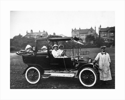 People with a 1914 Model T Ford by Anonymous