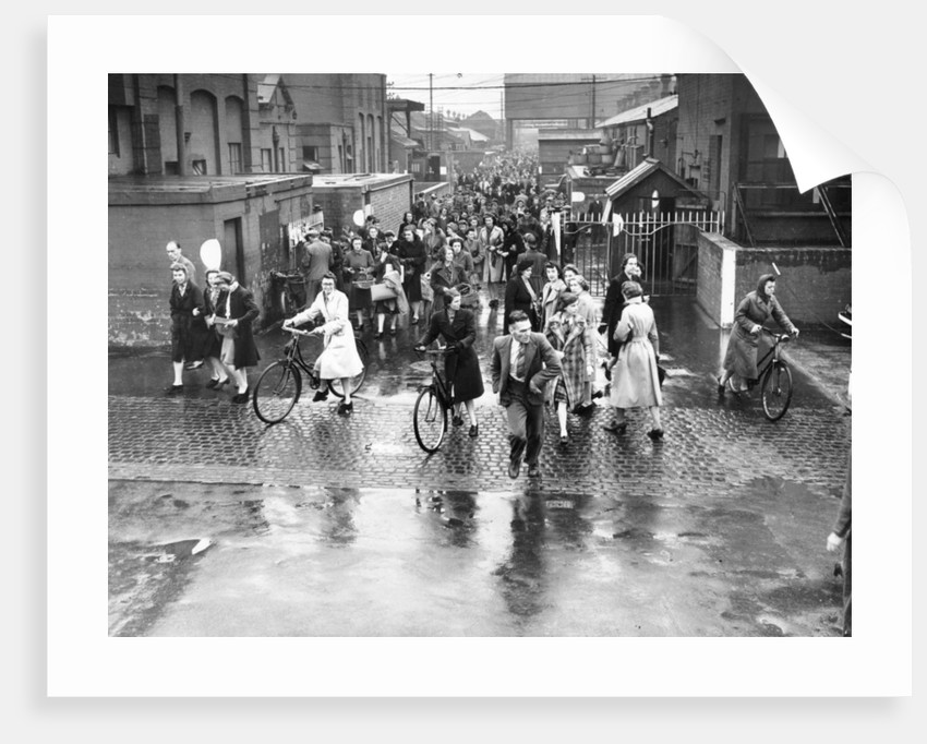 Employees leaving the Rolls-Royce works, Derby, WWII, c1939-c1945 by Unknown