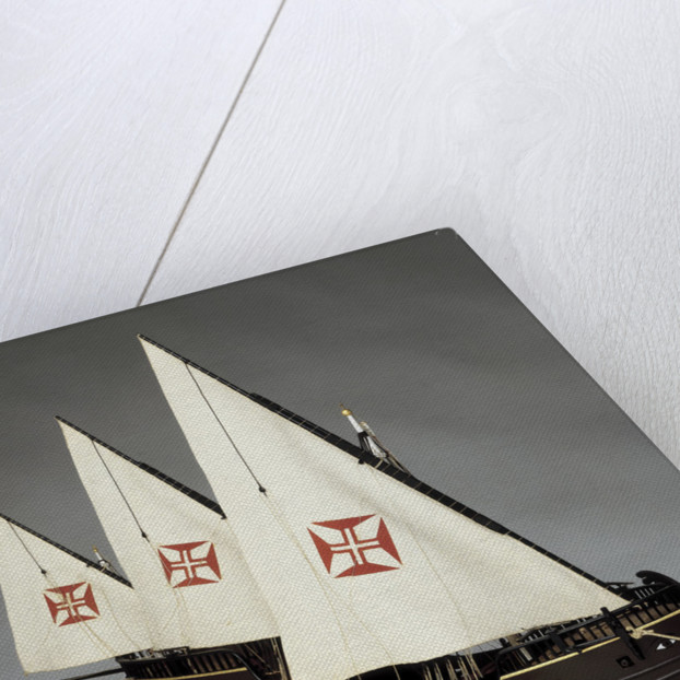 A full hull model of a Portugese caravel by Museu de Marinha