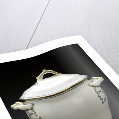 Porcelain bowl with lid by unknown
