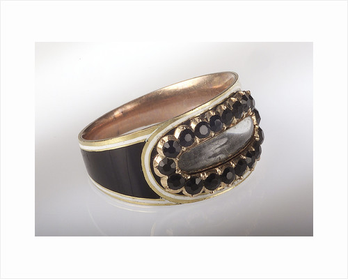 Gold ring by unknown