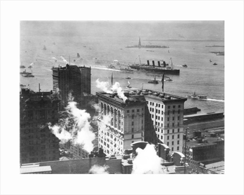 'Lusitania' (Br, 1907) entering New York harbour by unknown