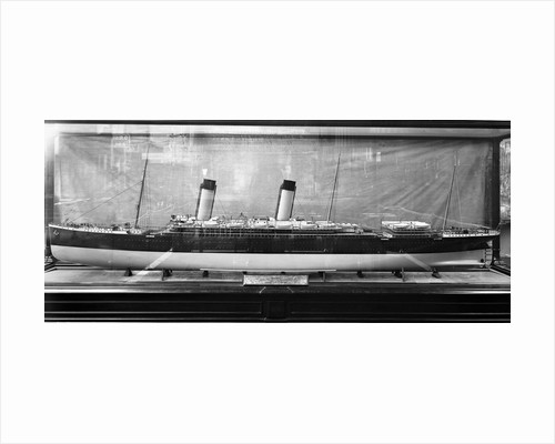 Model of the 'Oceanic' (1899) by Bedford Lemere & Co.
