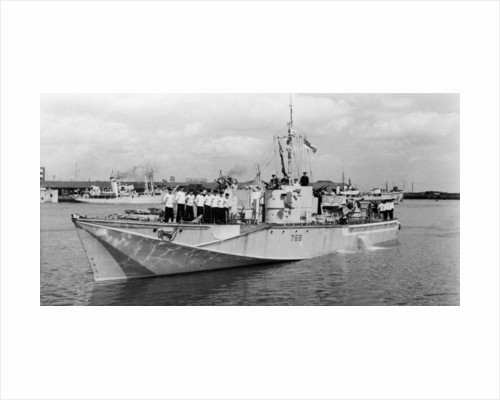 Motor torpedo boat HMS 'MTB 768' (1944), manoeuvring in port by unknown