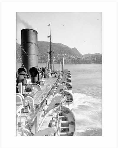 'Viceroy of India' approaching Bergen, Norway by Marine Photo Service