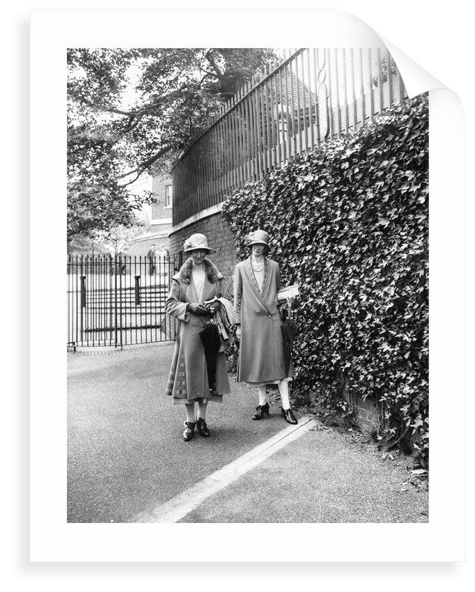 Two female tourists on the Meridian Line, Greenwich by unknown