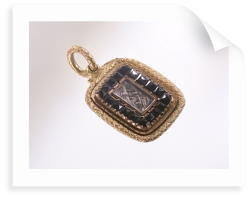 Gold pendant by unknown