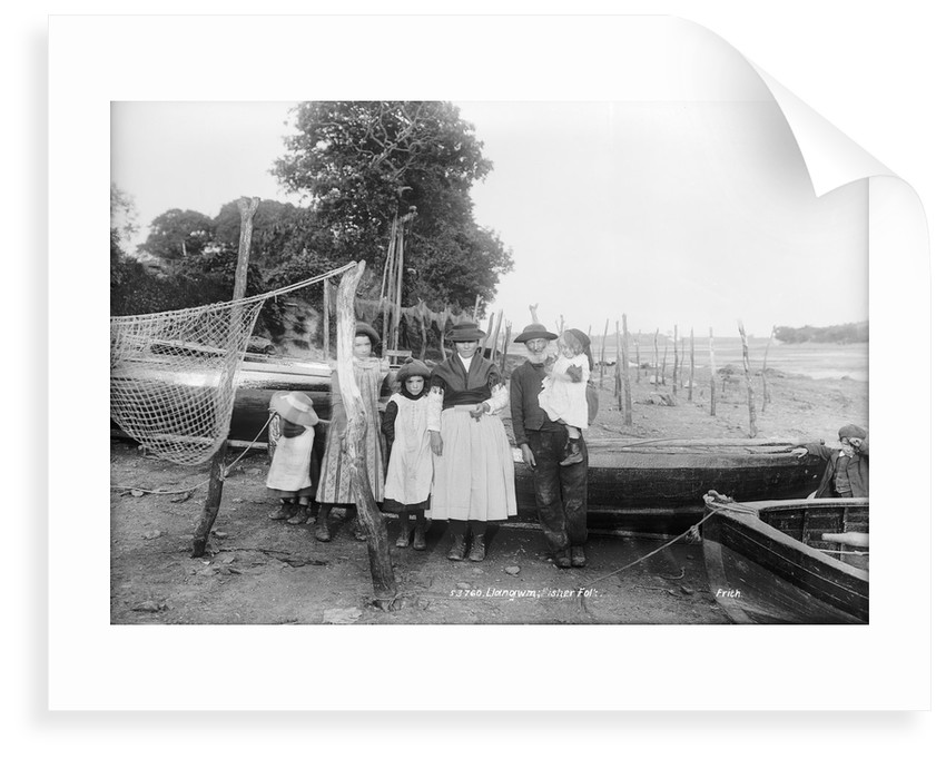 Family of fisherfolk, Llangwm, Pembrokeshire by National Maritime Museum