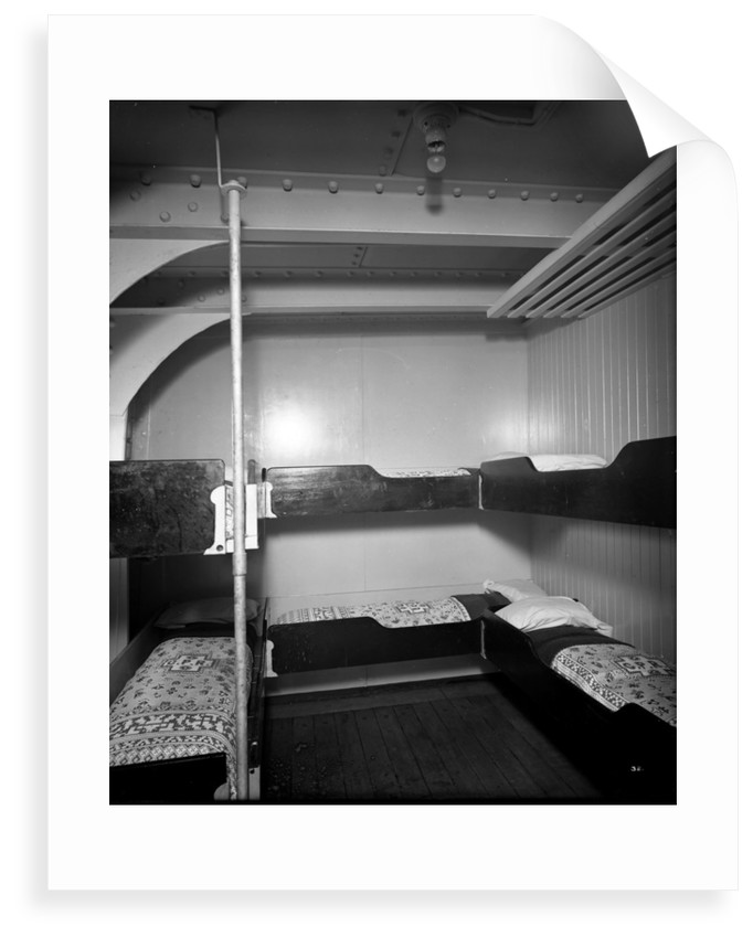 Third Class cabin on the 'Missanabie' (1914) by Bedford Lemere & Co.