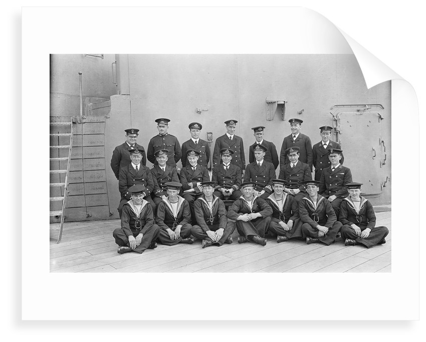 The gunnery staff with Lt. Com. T.H. Binney, Lt. H.R.G. Kinahan and Lt. H.B. Deedes of 'Queen Elizabeth' (1913) by unknown