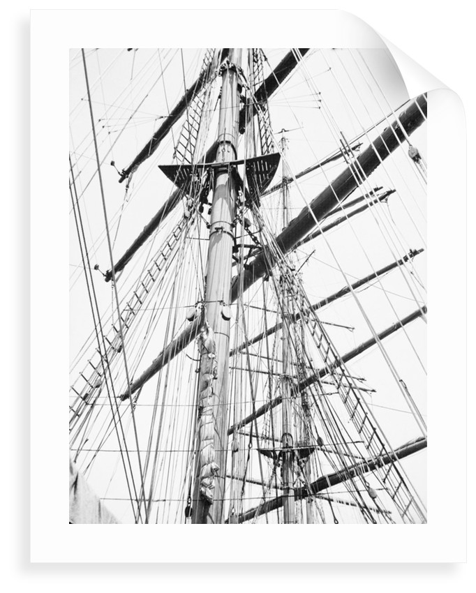 Clear to sail! The lean yards stripped for action by Alan Villiers
