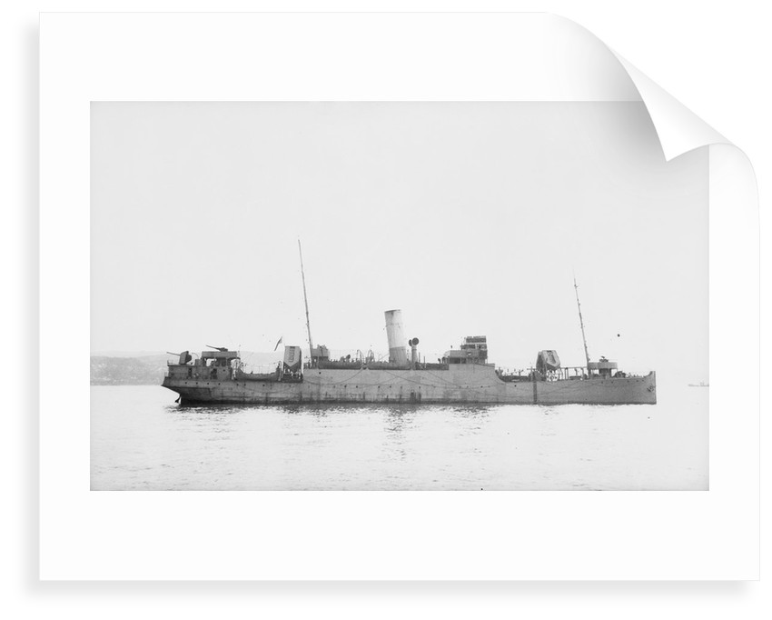 'Eddystone' (Br, 1927) at anchor, probably as a convoy rescue ship. by unknown