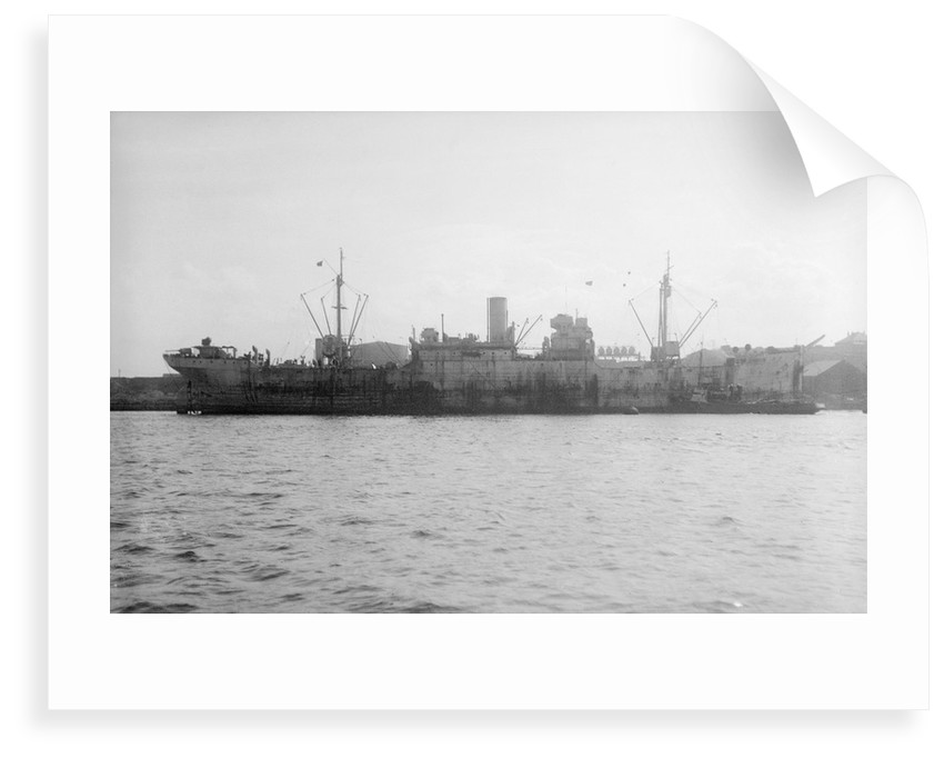 'Empire Magpie' (Br, 1919) lying in port by unknown