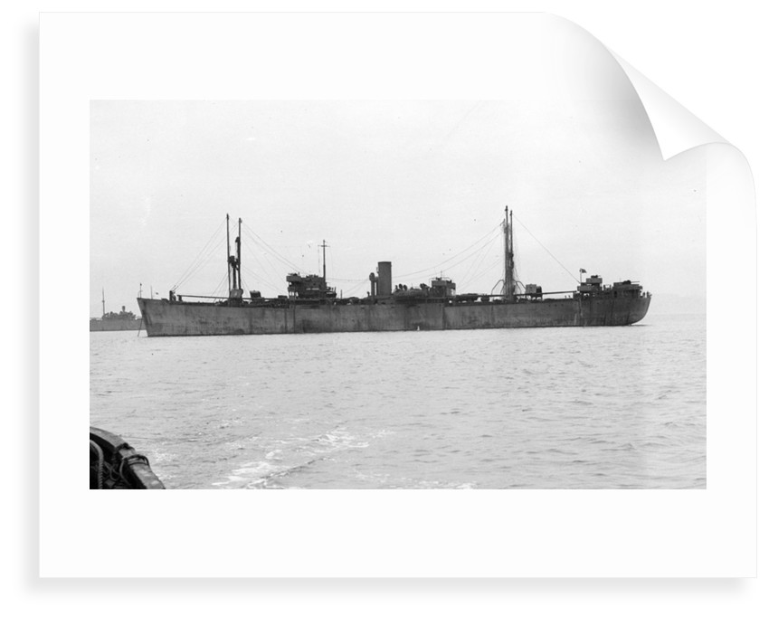 'Ocean Wanderer' (Br, 1942) at anchor by unknown