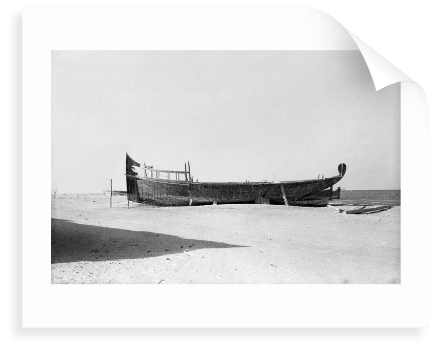 Pearl battil on the al-Khobar shore by Alan Villiers