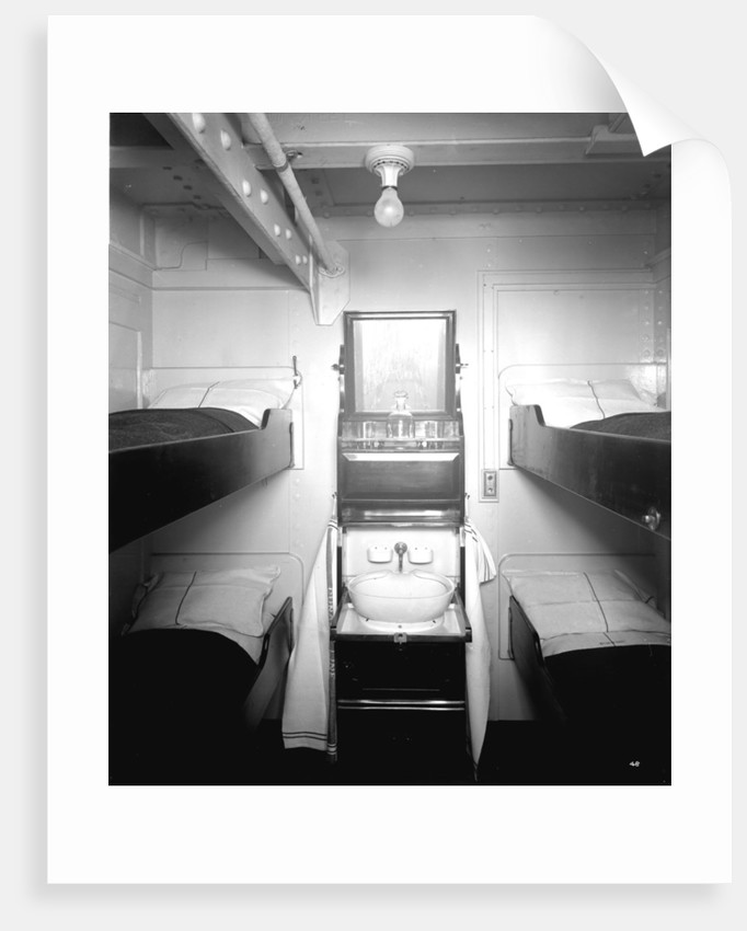 Third Class cabin on the 'Aquitania' (1914) by Bedford Lemere & Co.
