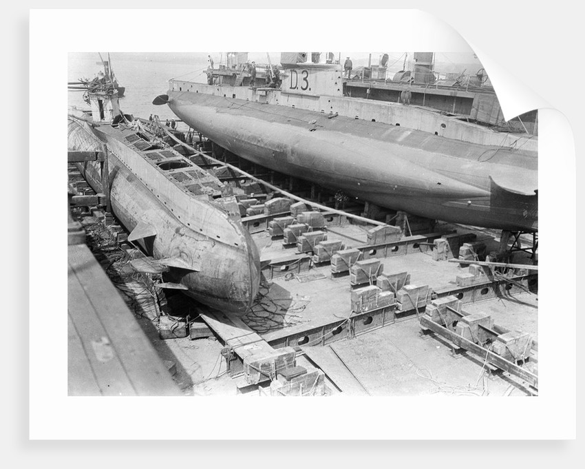 HM submarine D3 (1910) in floating dock at Harwich. by unknown