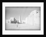 Street and mosque in Shihr, on the Hadhramaut coast by Alan Villiers