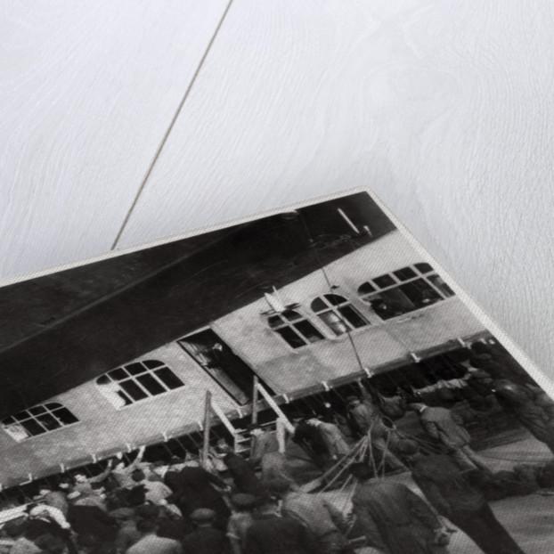 Passengers boarding Zeppelin LZ 127 Graf Zeppelin