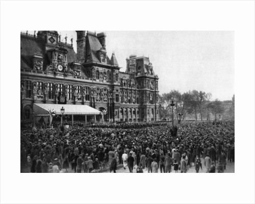 Crowd in front of the Town Hall on a reception day, Paris by Ernest Flammarion