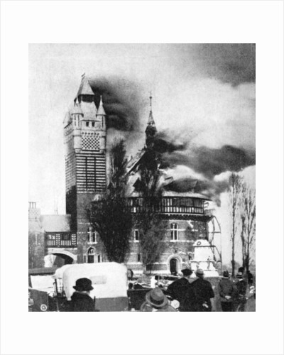 The Shakespeare Memorial Theatre being destroyed by fire, March 1926 by Anonymous