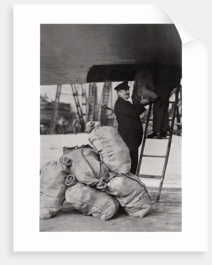 Shipping the post, Zeppelin LZ 127 'Graf Zeppelin' by Anonymous
