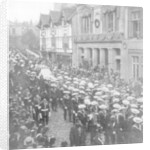Sailors pulling the gun carriage carrying the coffin of Queen Victoria, Windsor, Berkshire by Anonymous
