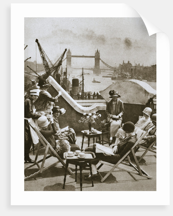 Roof garden of the Langbourne Club for City women by Anonymous