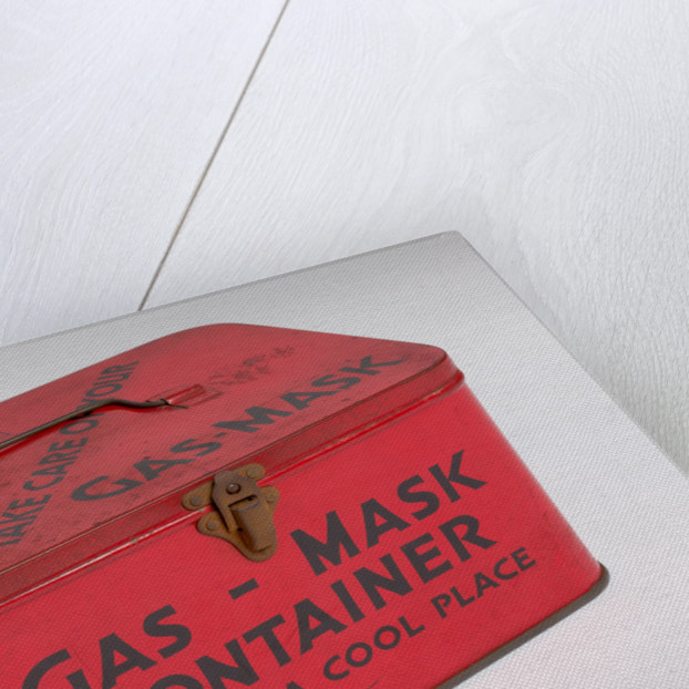 WWII gas mask tin, 1939 - 1945 by unknown