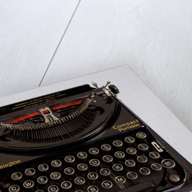 Remington Compact Portable typewriter by unknown