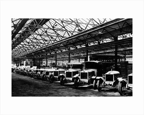 Line of Cars and Lorries, Guy Motors Ltd., Fallings Park, Wolverhampton, April 1925 by unknown